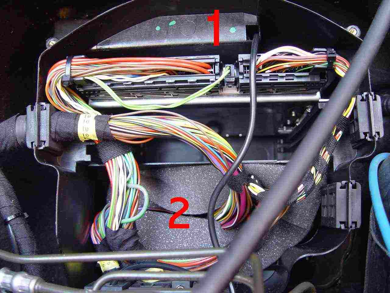 Bert Rowes A Class Info Battery Compartment Fuses Relays 2002 Toyota Mr2 Engine Fuse Box Diagram The Middle Portion Of Where I Thought Would Find Was Filled With Removable Foam When Removed It Revealed Just And Empty