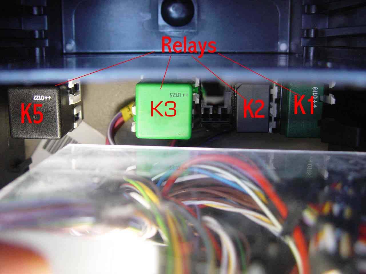 Bert Rowes A Class Info Battery Compartment Fuses Relays Saab 9 3 Fuse Box Diagram Inside Door