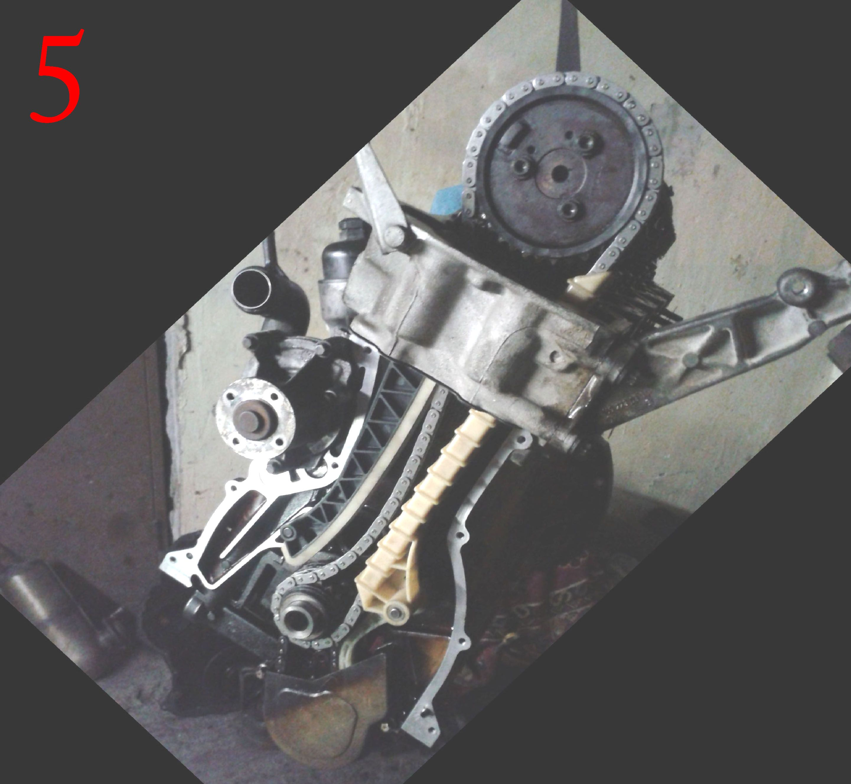 In photo's 4 and 5 you can see the engine with the new timing chain and new  chain guides installed.